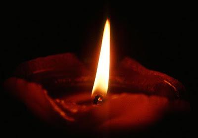 http://2.bp.blogspot.com/_DOhNwCjLhRU/SU3ooVwx_MI/AAAAAAAAFZ0/TF7JLgsanEQ/s400/Candle-flame.jpg