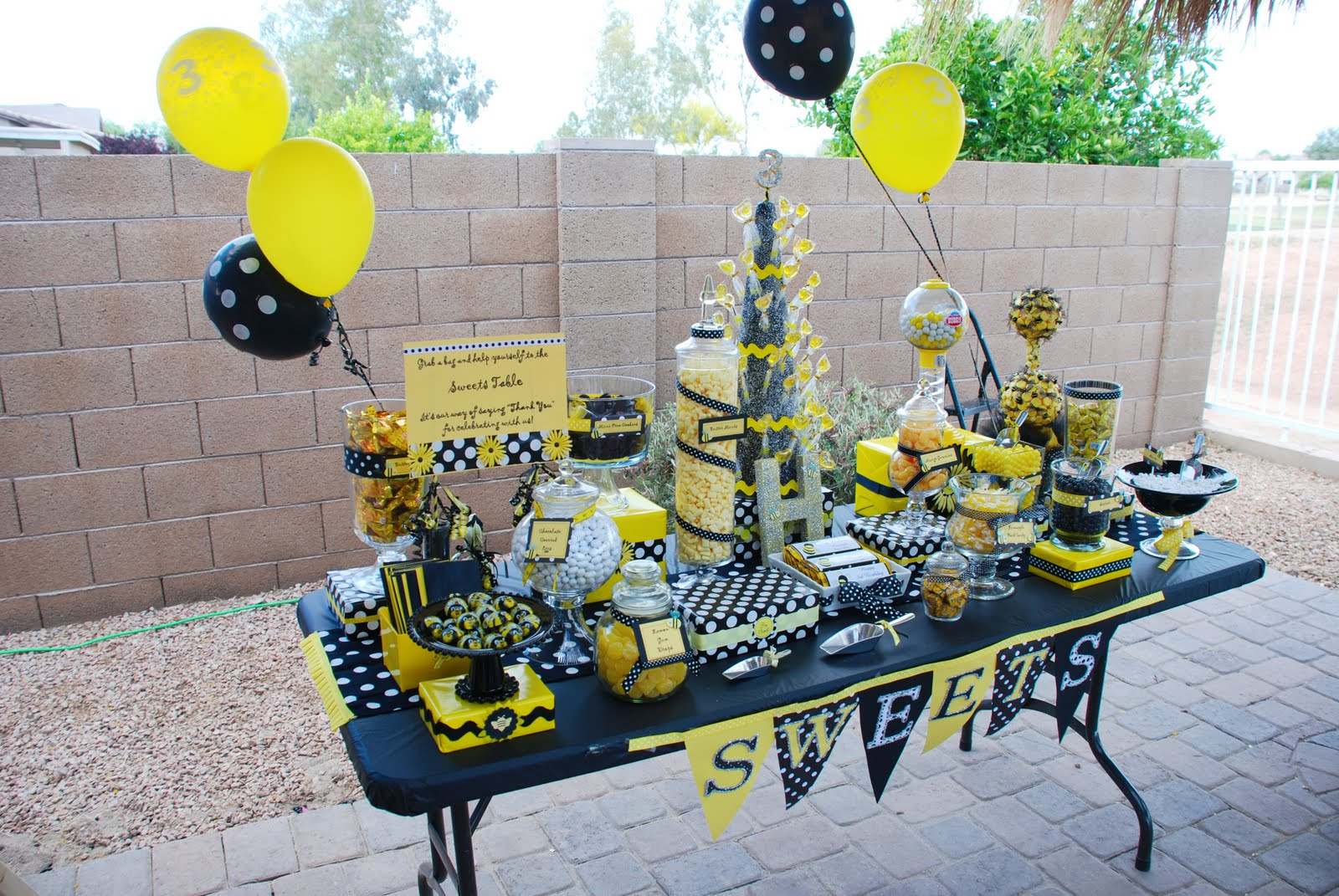 I Have Seen This Bee Theme On Several Blogs Now It In Two Ways As A Birthday Party And Baby Showers What Will