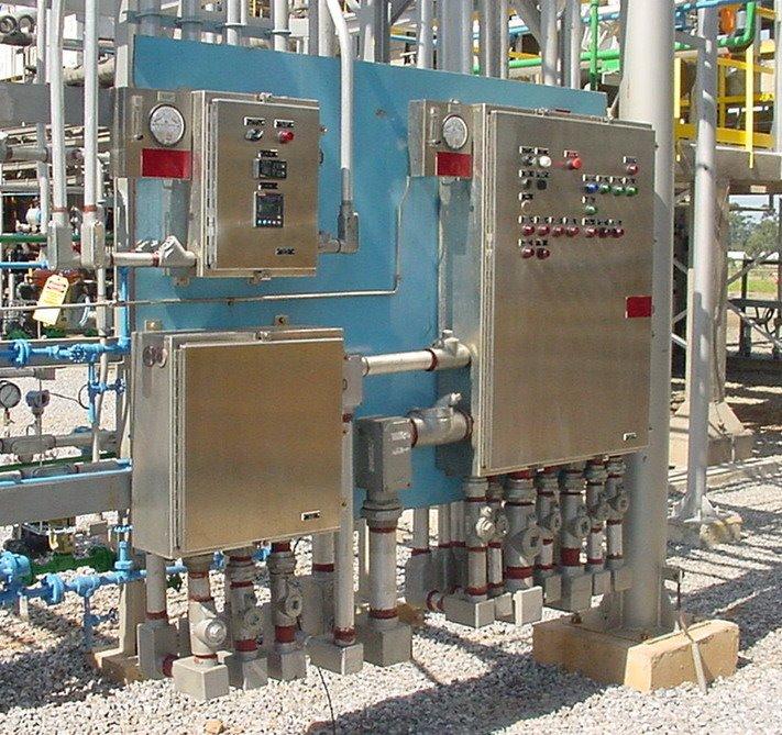 """Painéis pressurizados com tipo de proteção Ex """"pz"""" EPL Gc, de acordo com a ABNT NBR IEC 60079-2."""