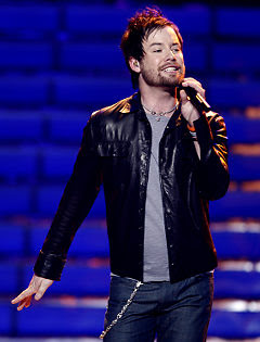 David Cook in boxing gear during American Idol finale 01