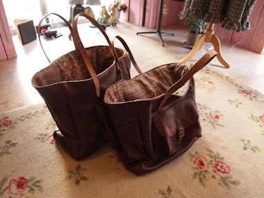 sacs en cuir marron foncé - intérieurs à fleur et écossais