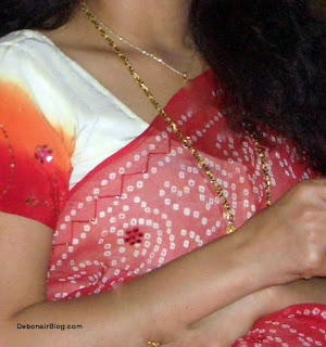 Nude Indian bhabhi in saree