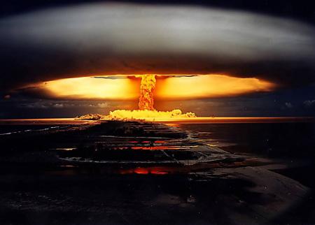«Η Αμερική σε περίοδο παραφροσύνης»  «Πλησιέστερα σε πυρηνικό όλεθρο από ποτέ κατά τον Ψυχρό πόλεμο»