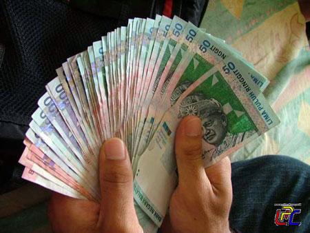 ringgit 50 Kakitangan awam dapat bantuan RM500