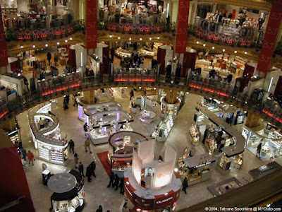Strange world amazing shopping mall at paris for Lg store paris