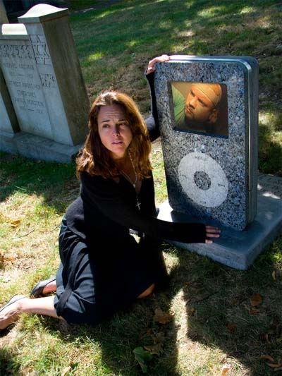 diePod - gravsten udformet som iPod