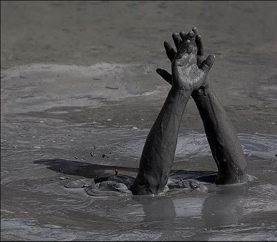 Drukner i mudder