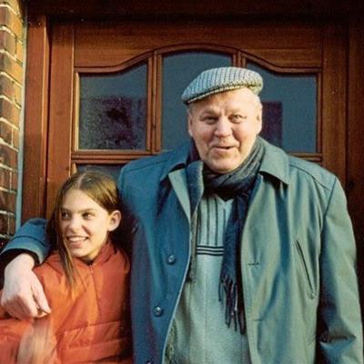Thorkild Flyvbjerg med Maria, et af hans fem børnebørn