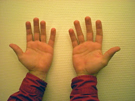 Nicolas utilise ses mains