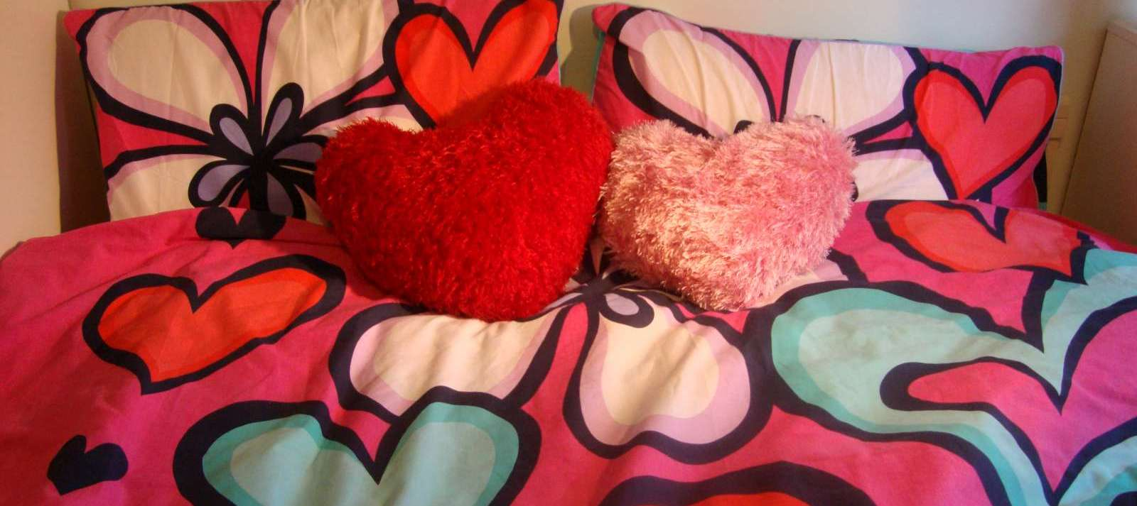 One girl one quest knitting pattern heart shaped cushion i used different yarn for them and the result was that the red one felt a lot softer and the fur stayed down when the cushion was pressed bankloansurffo Gallery