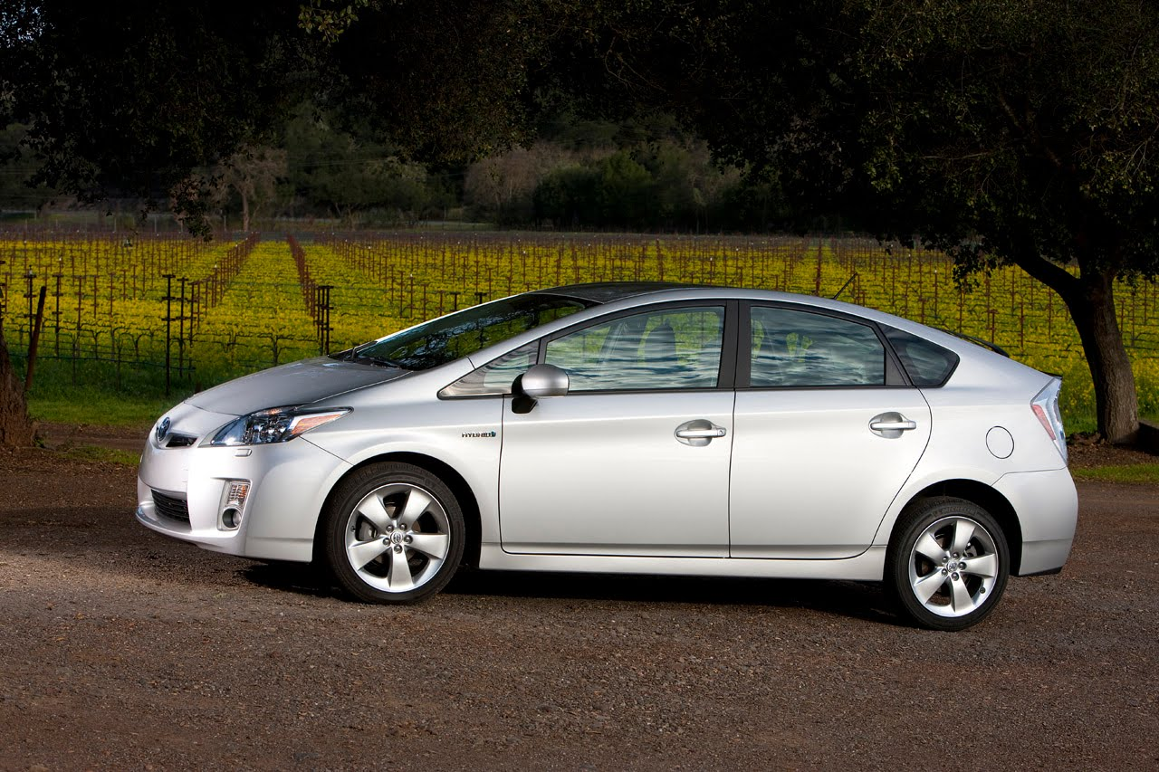 2011 toyota 39 s prius hybrid sales break a million car and style. Black Bedroom Furniture Sets. Home Design Ideas