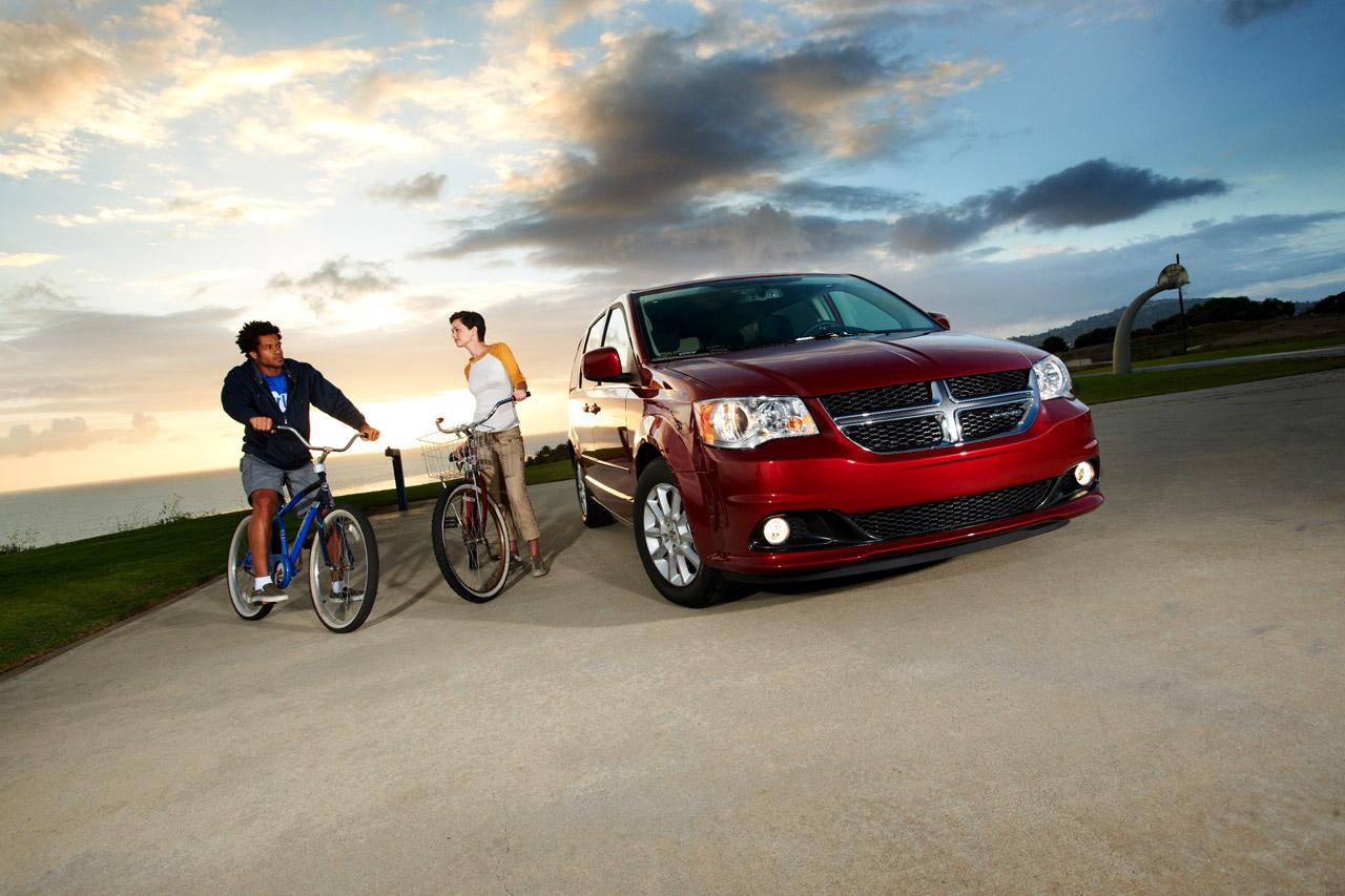 Red Dodge Grand Caravan 2011