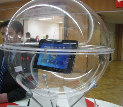 FUJITSU DISPLAYS A NEVER BEFORE SEEN 10-INCH WINDOWS 7 TABLET