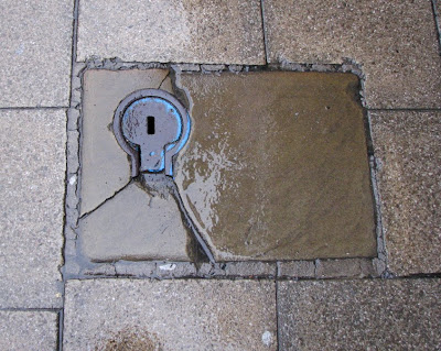 Keyhole Cover, Oxford