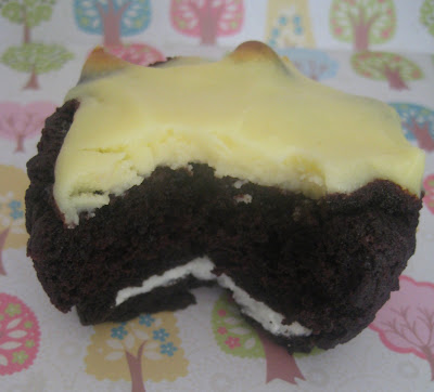 Bubble and Sweet: Black bottom oreo cupcakes a variation on a ...