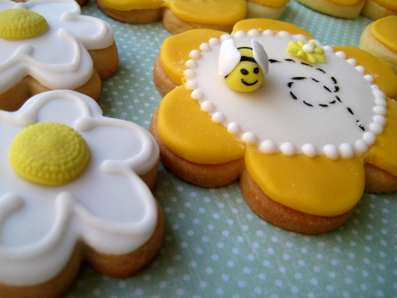 Spring Inspired Bee and Flower cookies - Daring Bakers September 2010