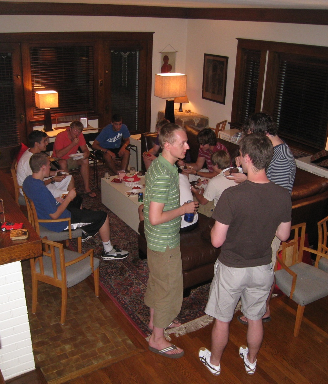 http://2.bp.blogspot.com/_Dc7jZhZEWu0/TGiLwkpB4OI/AAAAAAAAHDQ/E0WZcHdXXPg/s1600/Pizza+party+for+Jonas+email+size.jpg