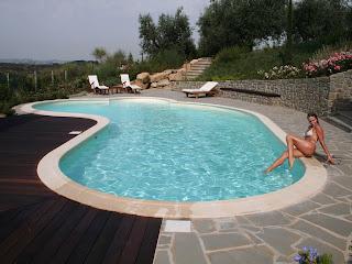 Bordi piscine bordi piscine realizzato con pietra for Bordi per piscine