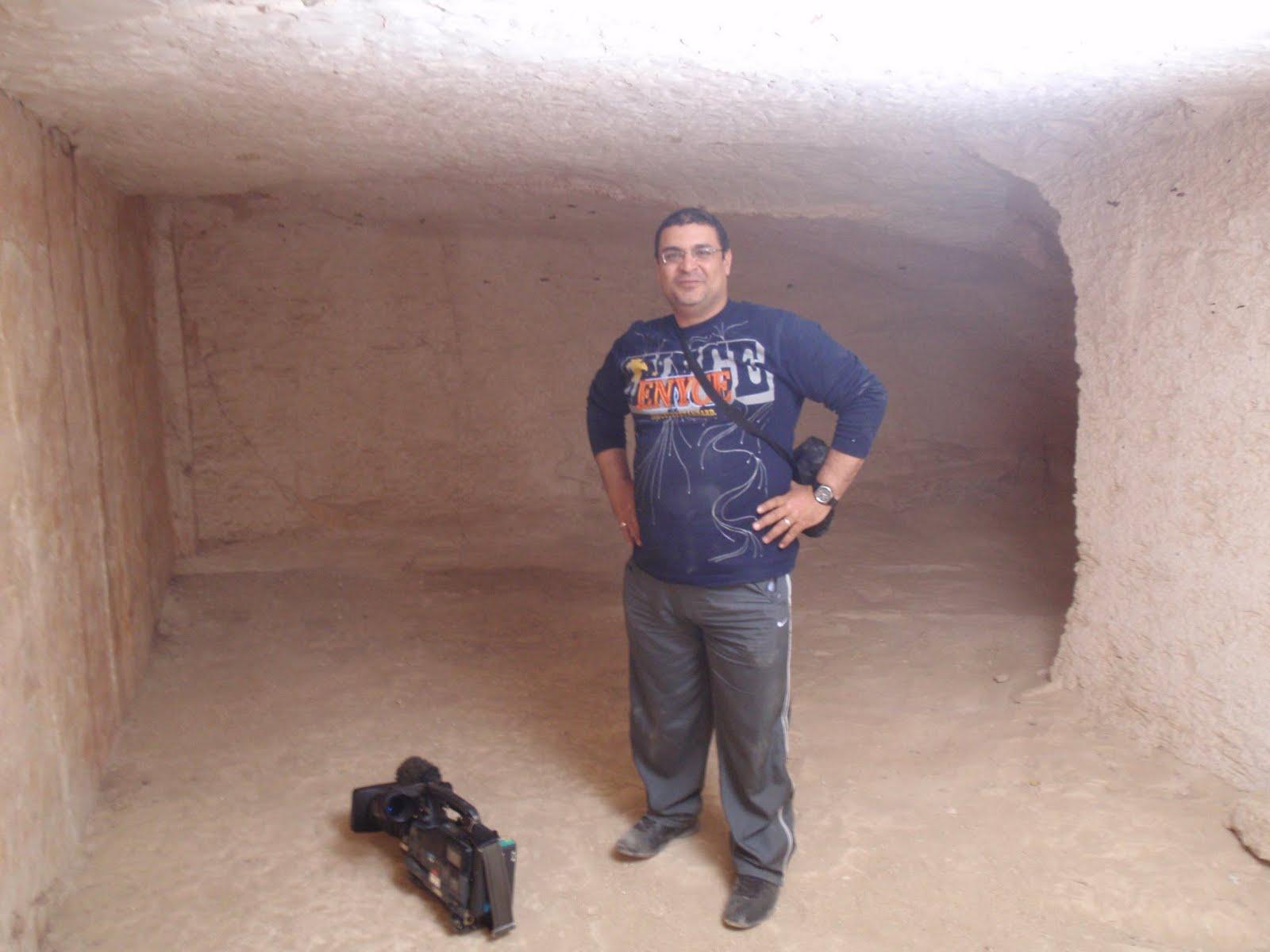 ESRA ESRA: エジプト、ルクソール西岸、王家の谷、イサーム ガラール   エジプト、ルク