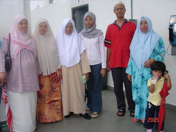 mengiringi Hjh Miskiah dan Hj Miskah ke Kompleks Tabung Haji Kelana Jaya utk menunaikan ibadah haji