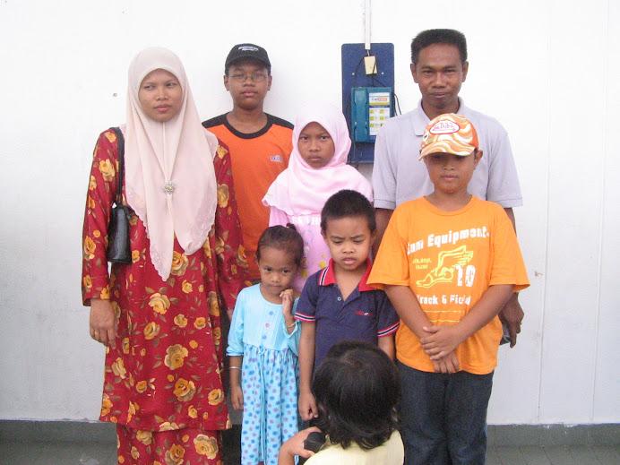 Keluarga Hasan Samah dan Azlizah Miskah