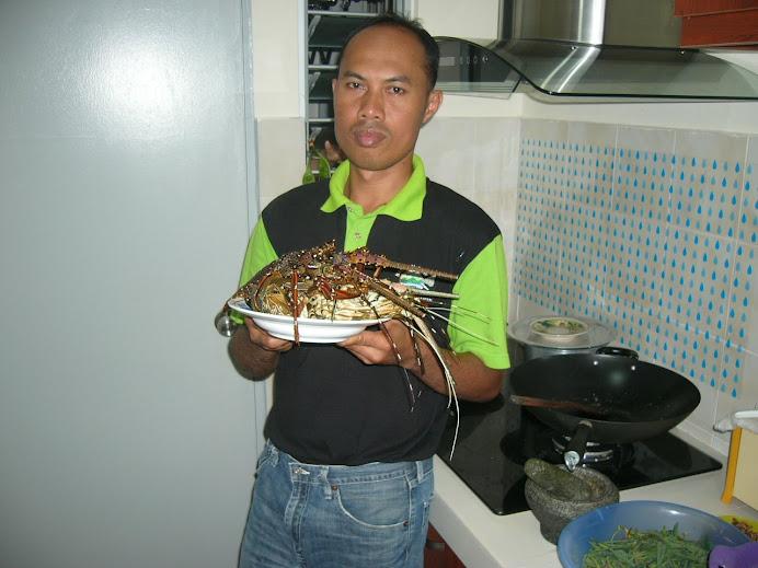 wak mi dengan hasil tempahan dari Labuan.Lobster size L seramai 3 ekong utk santapan keluarga