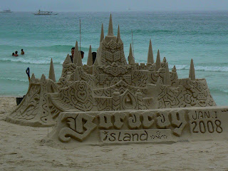 Castel de nisip pe plaja in Filipine