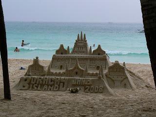 Castel de nisip pe plaja