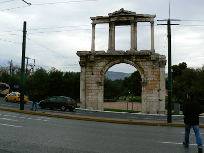 Imagini Atena: poarta lui Adrian