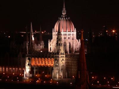 Parlamentul Ungariei noaptea