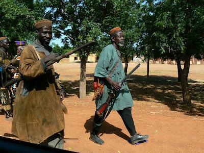 Imagini Mali: vanatori cu pustile lor antice