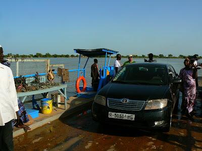 Imagini Djenne: ferry, traversand Nigerul