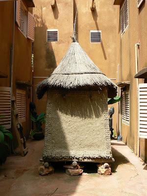 Cazare Mali: hotel Y'a Pas de Probleme Mopti - un granar de Dogon