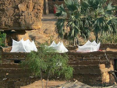 Obiective turistice Mali: dormitor in aer liber in Pays Dogon