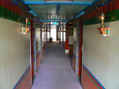 Imagini Tibet: hotel Dhod-Gu Lhasa culoare