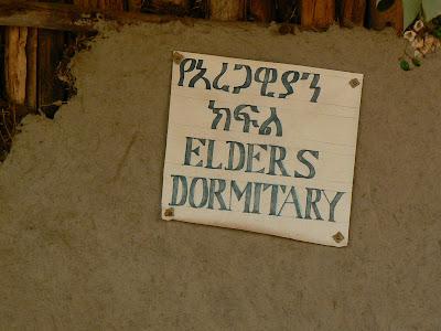 Imagini Etiopia: camin de batrani la Awramba