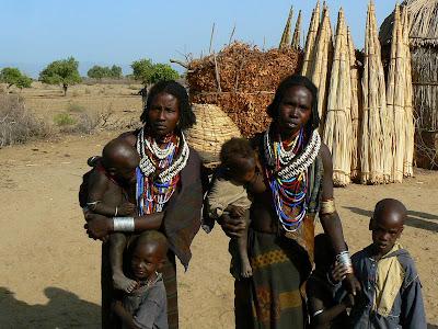Imagini Etiopia: mame cu copii Arbore