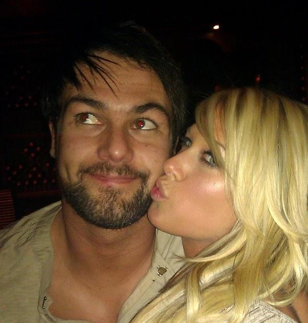 Wwe john cena and kelly kelly kissing