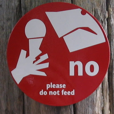 dont-feed-sign.jpg