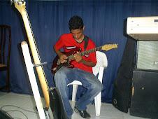 Felipe André entendendo a guitarra