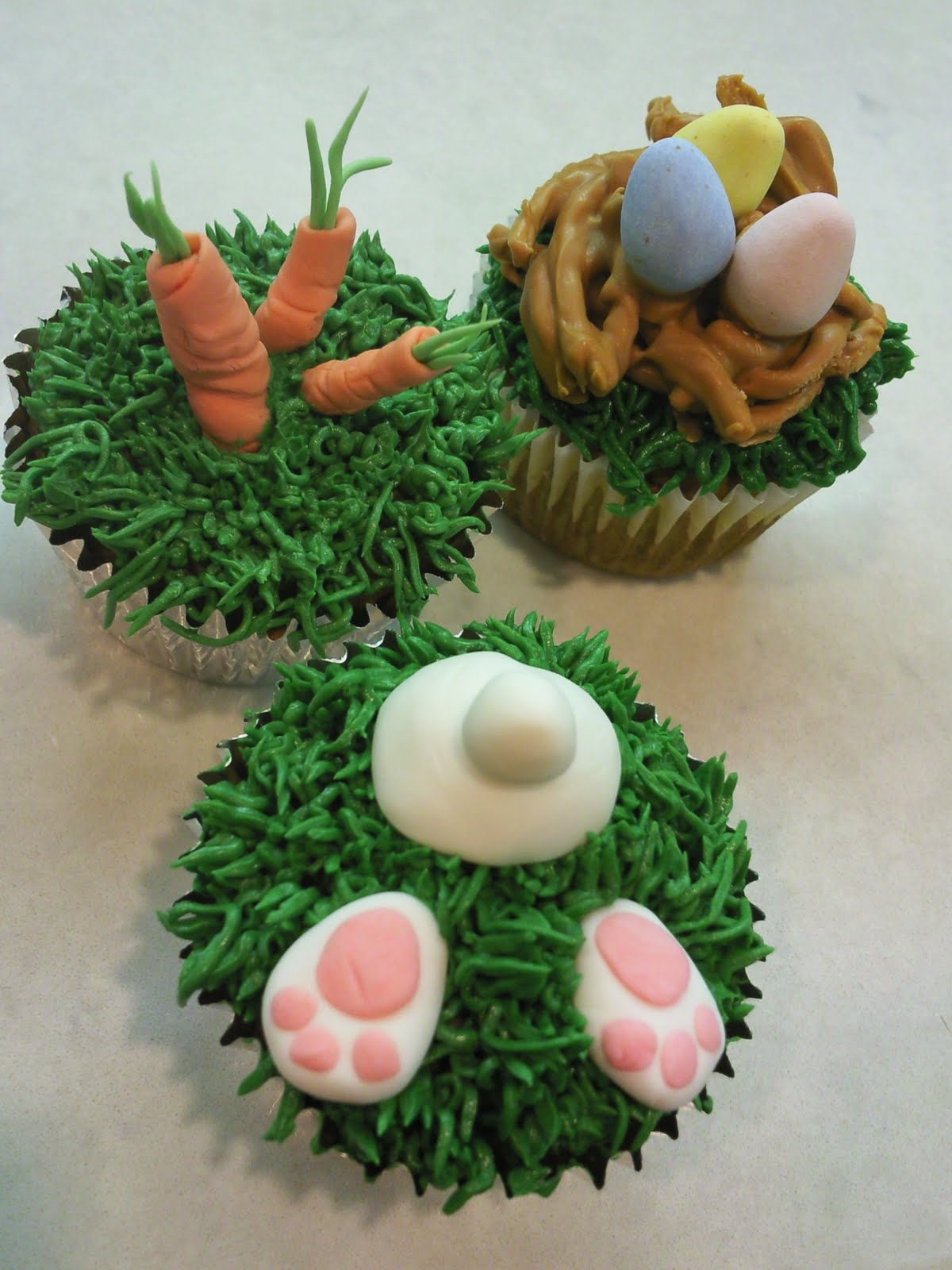 Sweet dreams happy easter cupcakes for Cute cupcake decorating ideas for easter