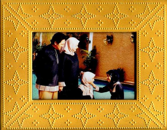 Biru PAN Keluarga Ikang Fawzi di Pelangi Bintaro
