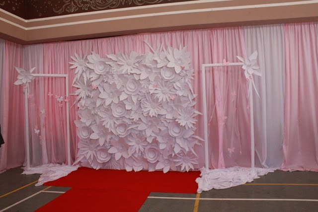 White FlowersWedding Backdrop Posted by KurahaaRappe at 206 PM