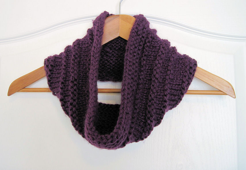 Knitting Patterns Cowls : DIY: Purple Knit Cowl - In the Hammock Vintage Style