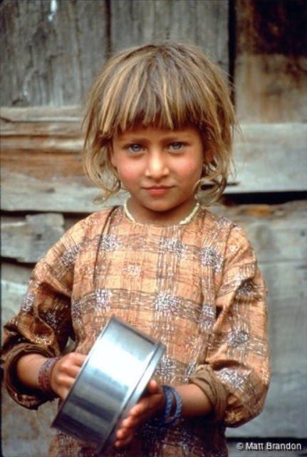 Kashmiri Eyes Holli's ram...