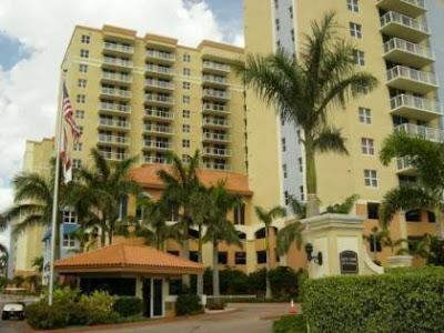 apartamento en remate en Miami con piscina, vista al agua...