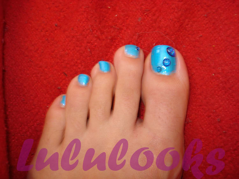 ... uñas es de china glaze y las decoraciones de uñas son de vivalanails