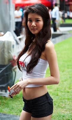 gwendolyn wan sexy bikini photos 03