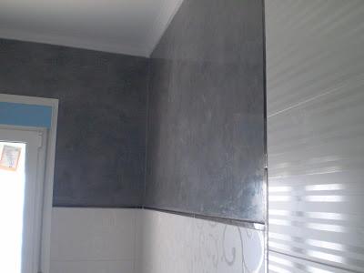 Estuco gris oscuro en cuarto de ba o pintura decoraci n for Estuco para banos