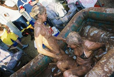 Pelea de mujeres en el Barro